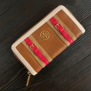 EUC Tory Burch pebbled leather zip wallet